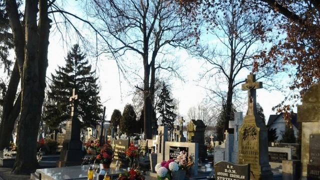 Zmiana organizacji ruchu przy cmentarzach w Brzeszczach i Jawiszowicach - InfoBrzeszcze.pl
