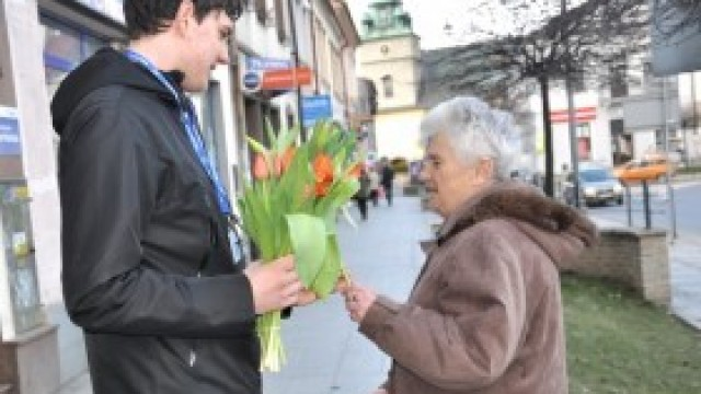 Życzenia i kwiaty dla pięknych Kęczanek!